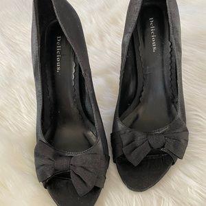 Delicious black satin peep toe stiletto w/bow, 8